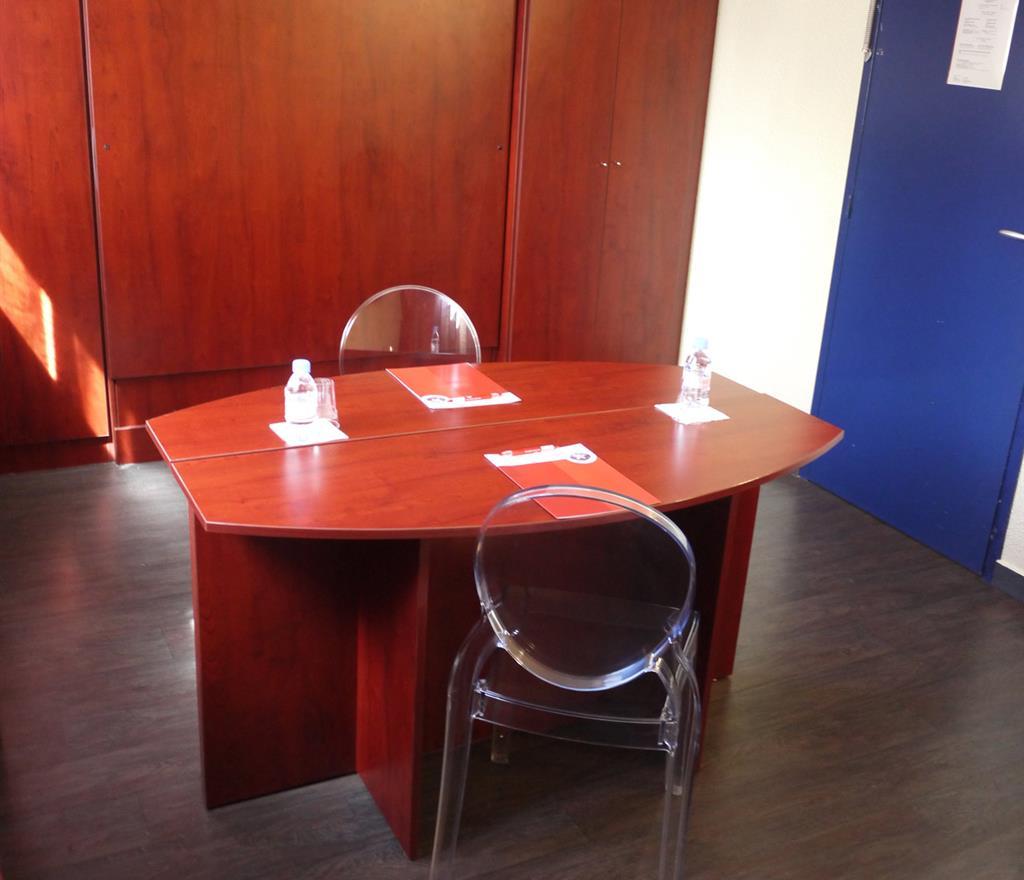 Salon-bureau - Reserver une chambre hotel Rennes Ouest ...